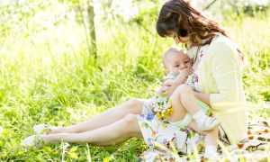 Как увеличить количество молока при грудном вскармливании ребенка?