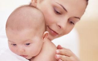Из-за чего ребенок срыгивает после кормления смесью?