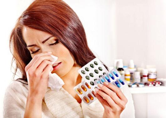 Лечение простуды при грудном вскармливании, какие препараты и народные способы можно применять?