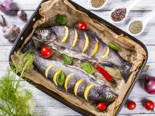 Как узнать, какую рыбу можно кормящей маме?