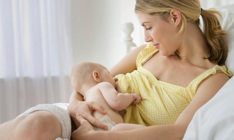 Можно ли забеременеть во время кормления грудным молоком: что делать если нет месячных при грудном вскармливании