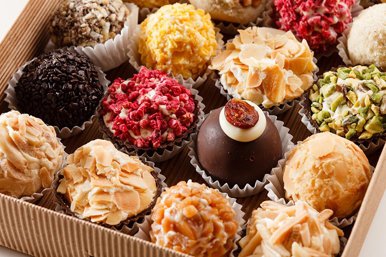 Коробка с пирожными