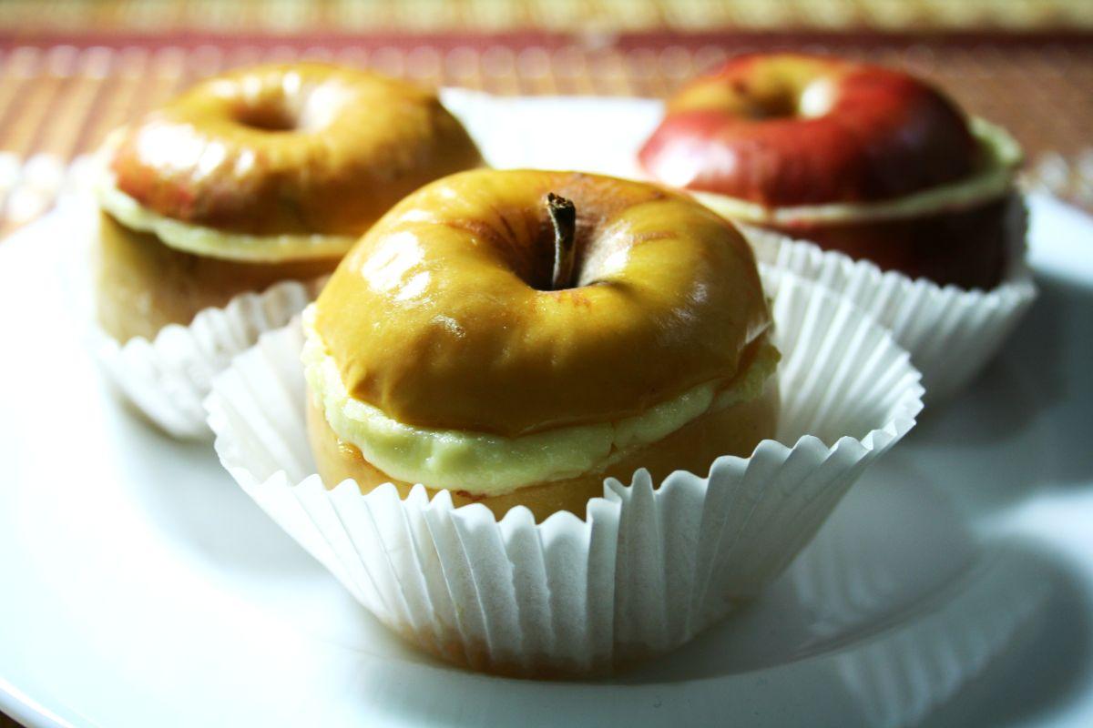 Запеченные творожные яблоки