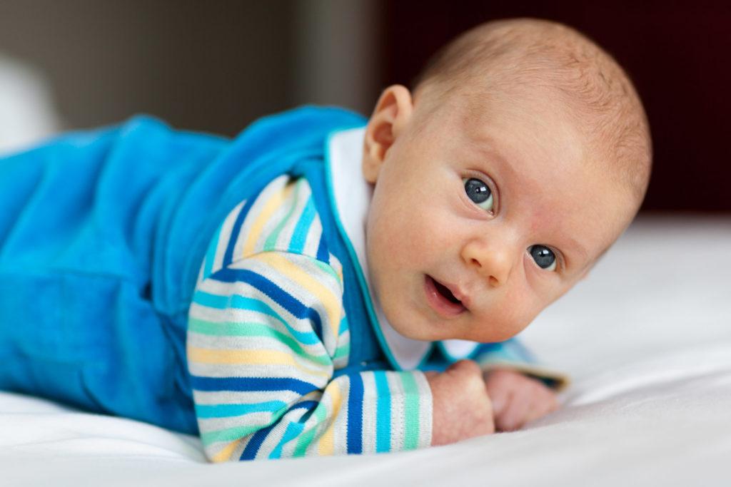 перекладывание малыша на живот